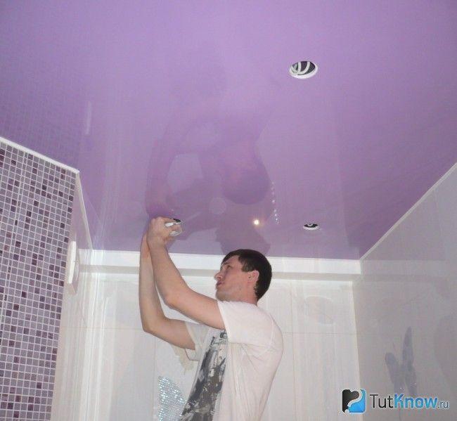Монтаж світильників на натяжній стелі