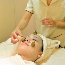Новий секрет вічної молодості: масаж обличчя ..уліткамі