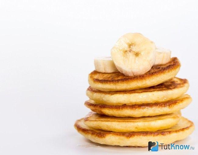 Бананові оладки для перекусу на роботі