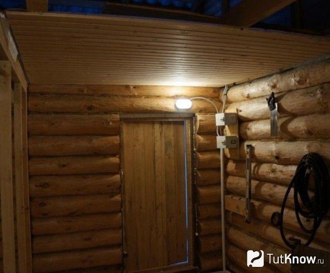 Оздоблення стельової поверхні в кімнаті відпочинку