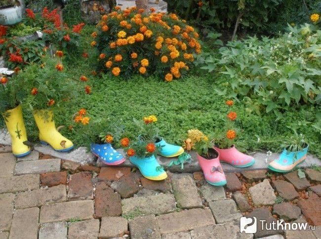 Оригінальні вазони для квітів зі старої взуття