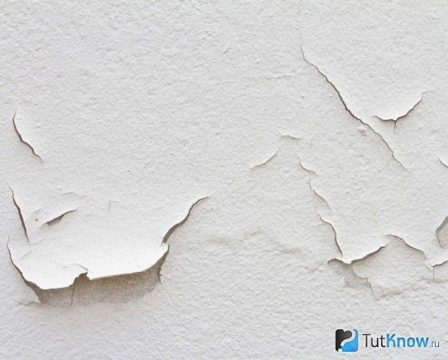 Видалення старого покриття стелі перед нанесенням акрилової фарби