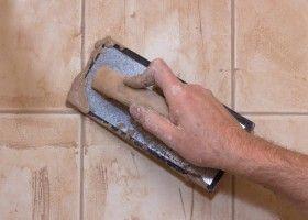 Приготування і нанесення затірки для плитки