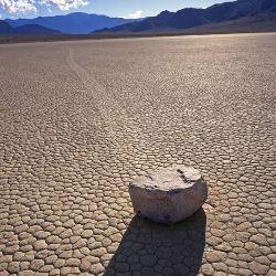 Розкрито секрет рухомих каменів в долині смерті