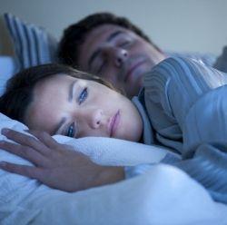 Викриття міфу про 8-годинний сон: чому корисно прокидатися вночі