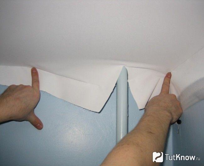 Обхід труб при монтажі натяжної стелі