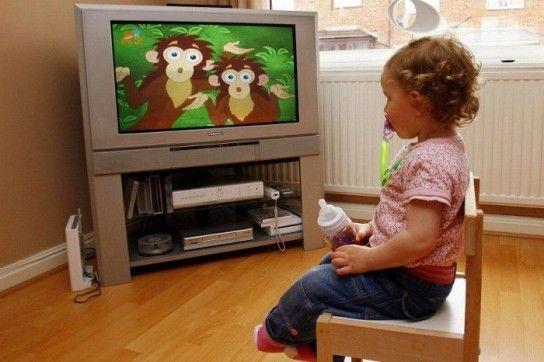 З якого віку можна включати мультфільми дитині?