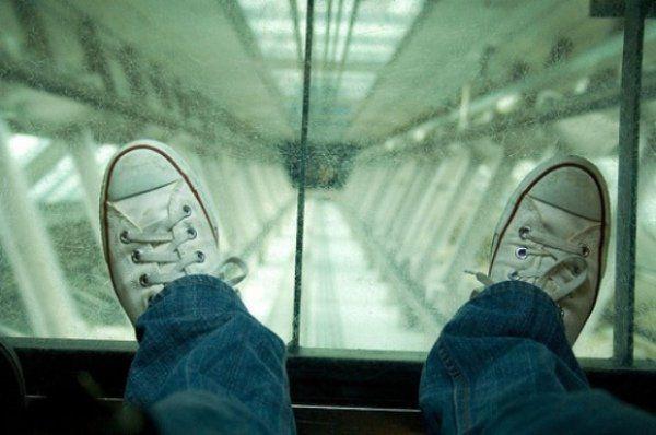 Ліфт з прозорою підлогою