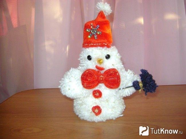 Сніговик з помпонами