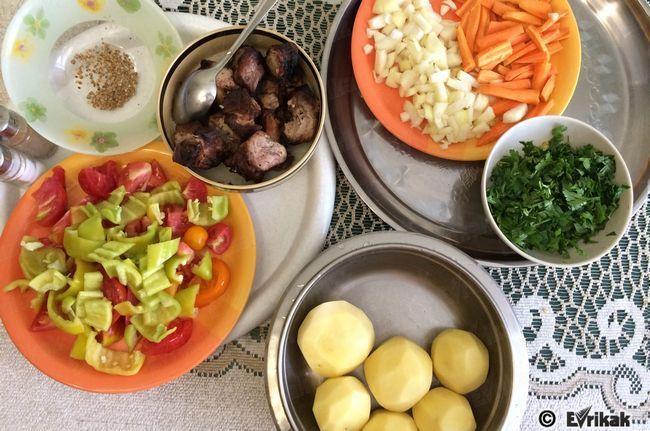Шурпа на багатті зі свинини: покроковий рецепт приготування