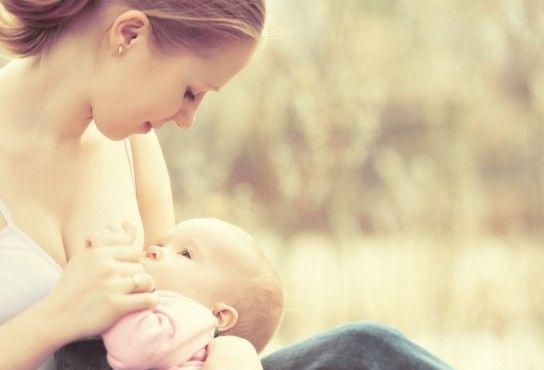Скільки потрібно годувати дитину грудним молоком?