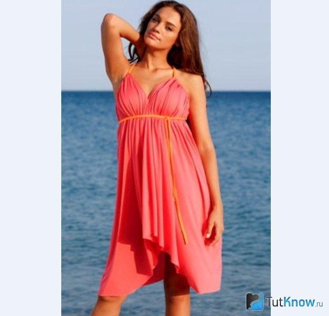 Дівчина в пляжному плаття