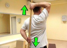 Чоловік виконує вправу за програмою Засса