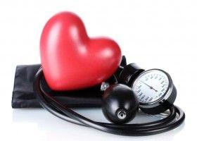 Муляж серця і тонометр
