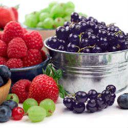 Вчені радять бабусям їсти ягоди замість насіння
