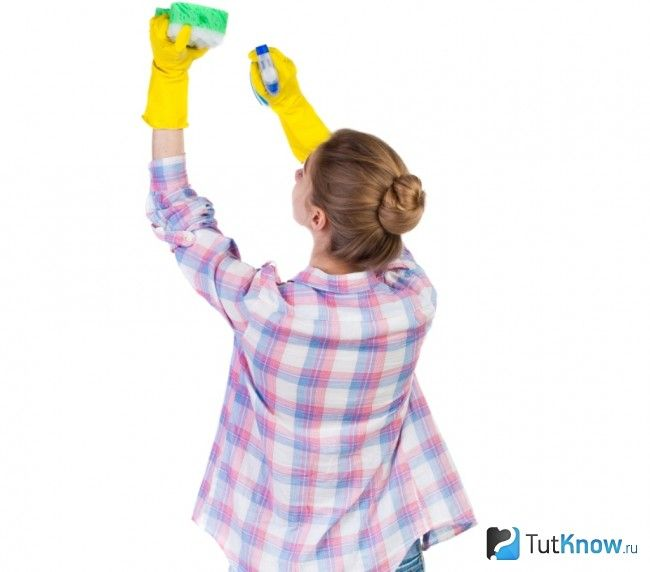Очищення натяжної стелі з тканини