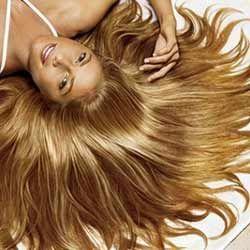 Догляд за волоссям влітку: поради місяця і маленькі хитрощі