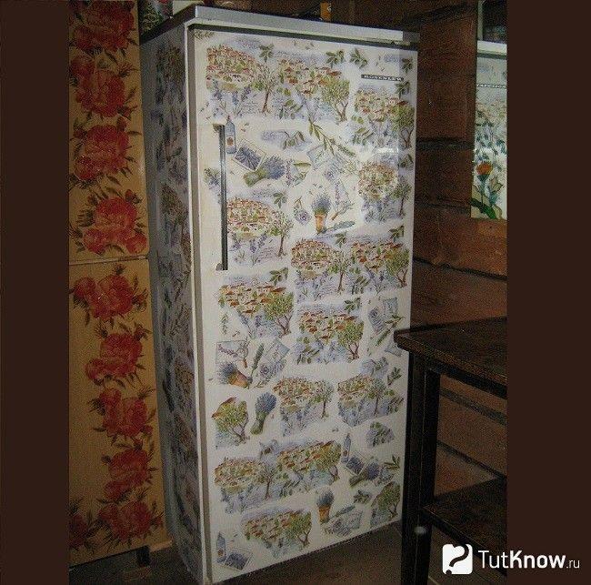 Декорований в техніці декупаж холодильник
