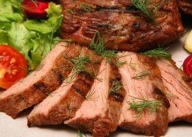 Запечене м`ясо під зеленню