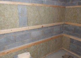 Решетування і утеплювач при обробці стін лазні з піноблоків