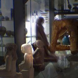 Загадка в музеї: стародавня єгипетська статуя стала сама повертатися